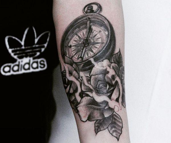 Tatuaggio Bussola Significato, 70 idee per un tatuaggio originale  Significato e Idee