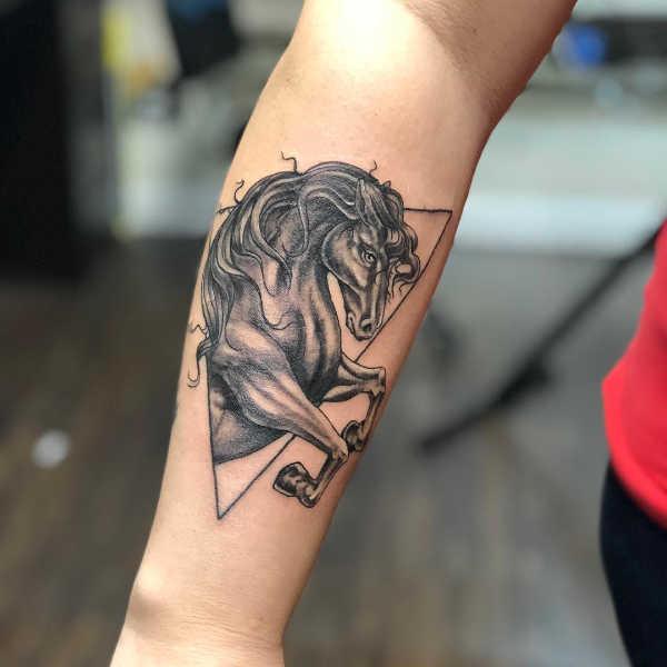 Animali Significato e Idee  Tatuaggio Cavallo: Significato, Idee e Foto