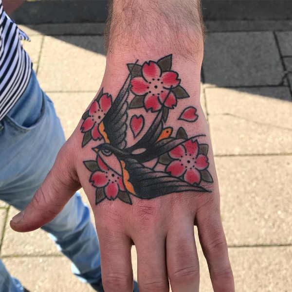 Significato e Idee Tatuaggi floreali  Tatuaggi Fiori di Ciliegio: Significato, Idee e Foto