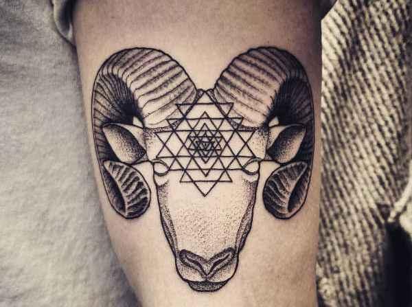 Animali Significato e Idee  Tatuaggio Capra: Significato, Idee e Foto