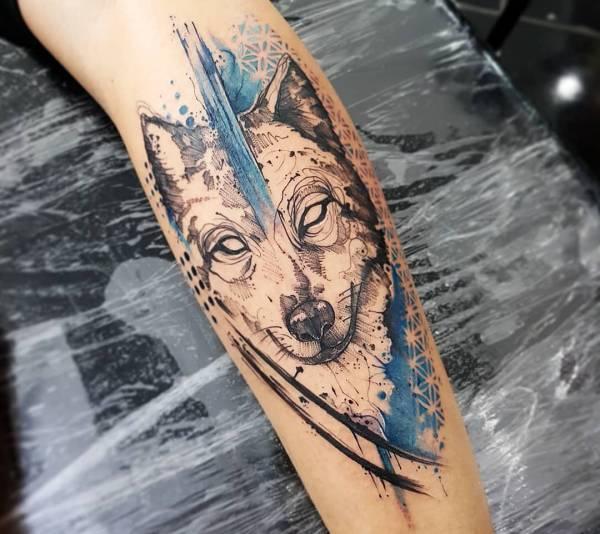 Tatuaggio Lupo Che Ulula Alla Luna